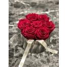 7- cherry roosid hõbedases keraamilises vaasis
