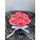 7- coral pink roosi hõbedases keraamilises vaasis