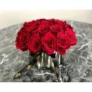 17- punase roosiga bukett keraamikas