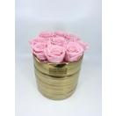 9-roosat roosi kuldses keraamilises vaasis